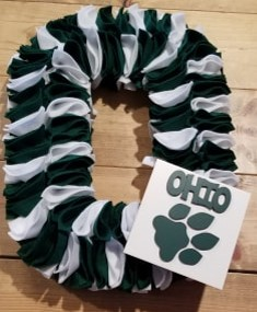 Ohio Univ alternating while and green wreath